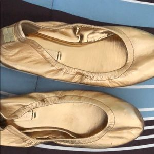 Gold flat for work or casual event